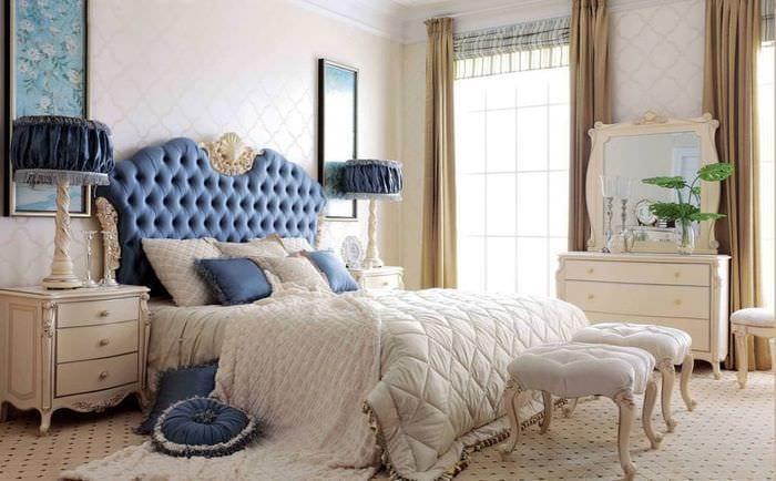 красивый интерьер классической спальни