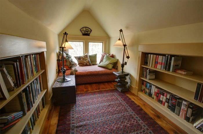 мансарда спальня библиотека