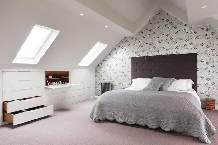 дизайн интерьера спальни мансарды