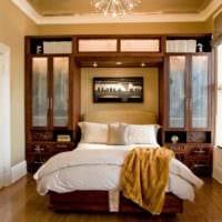 прямоугольная спальня 16 кв м со шкафами