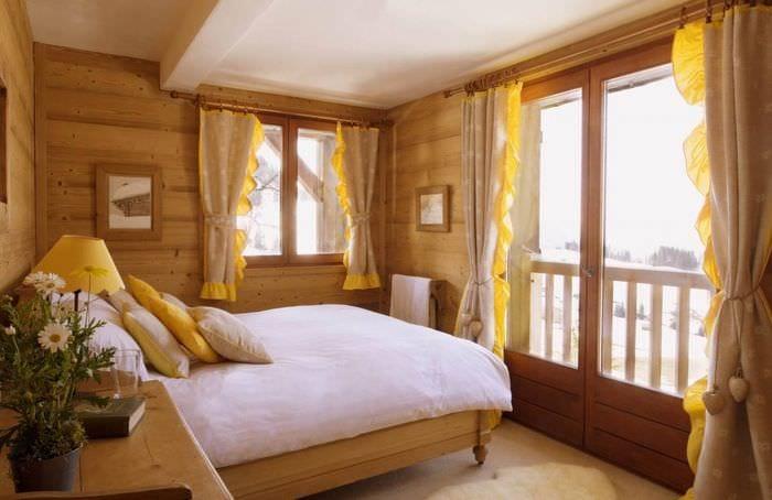 солнечная атмосфера в спальне