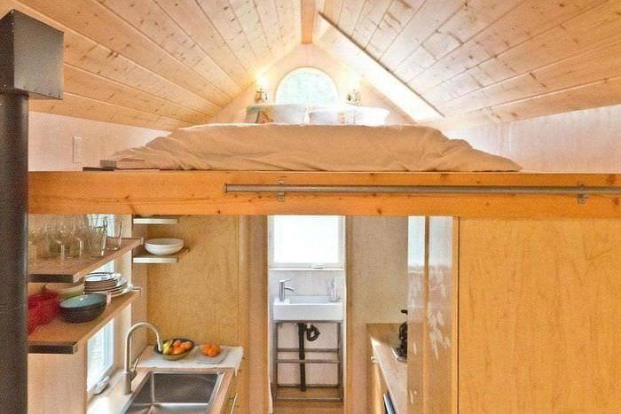 спальня антресоль в деревянном доме