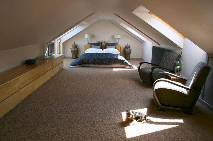 спальня гостиная на мансарде