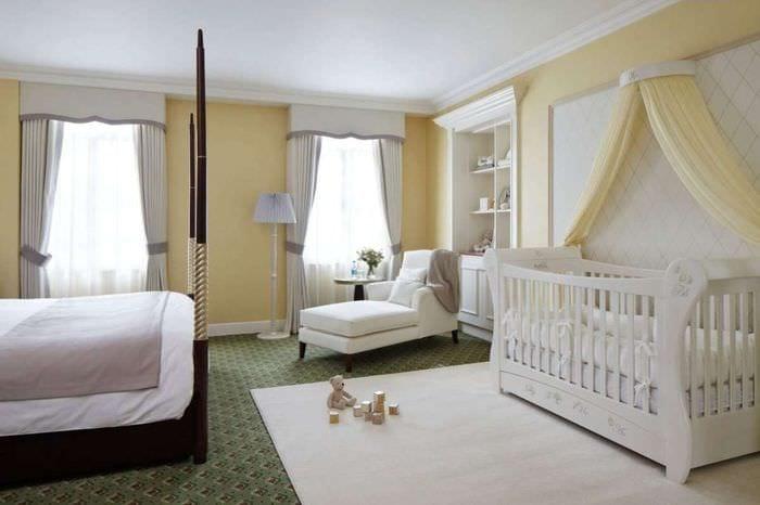 фото спальни с детской кроваткой