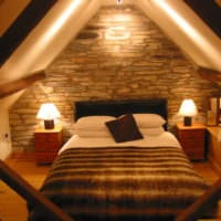 спальня в деревянном доме без окон