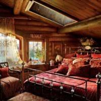 спальня в деревянном доме кованая кровать