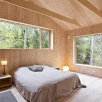 спальня в деревянном доме с окнами
