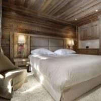 спальня в деревянном доме дизайн потолка