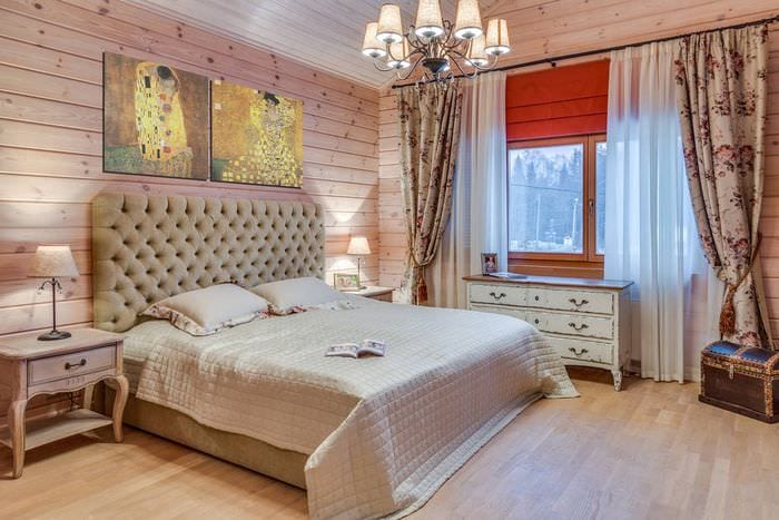 стильное оформление деревянной спальни