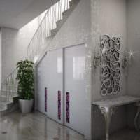 встроенный шкаф купе под лестницей