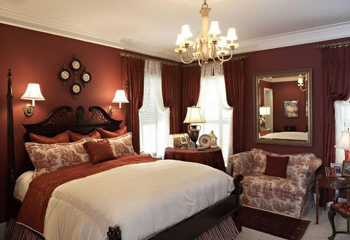 яркая классическая спальня