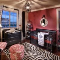 детская комната для новорожденного черная кровать