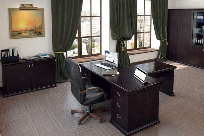 черная мебель в кабинете