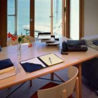 кабинет с большим окном