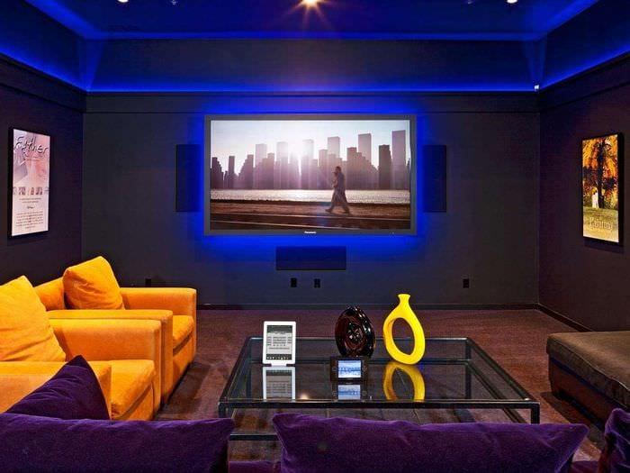 яркий дизайн домашнего кинотеатра