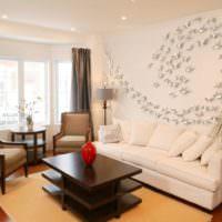 Оригинальное украшение стены над диваном
