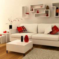 Дизайнерские полки в гостиной над диваном