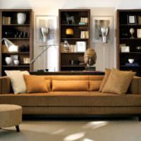 Модульные стеллажи за диваном в гостиной