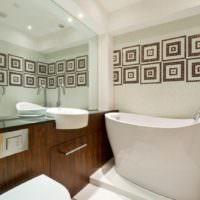 Высокая ванна в совмещенном санузле