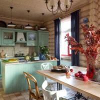 Ваза с сухими растениями на столе дачи в стиле прованс