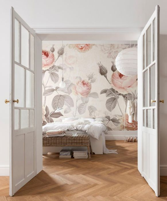 Фотообои для спальни с цветами в пастельных тонах