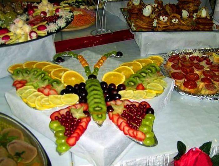 Бабочка из фруктов в оформлении свадебного стола
