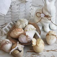 Пасхальные яйца с кружевным декором
