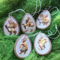 Пасхальные сувениры в форме яиц с рисунками зверушек