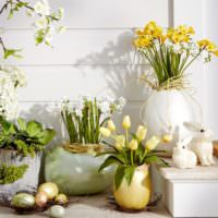 Декорирование интерьера к Пасхе живыми цветами