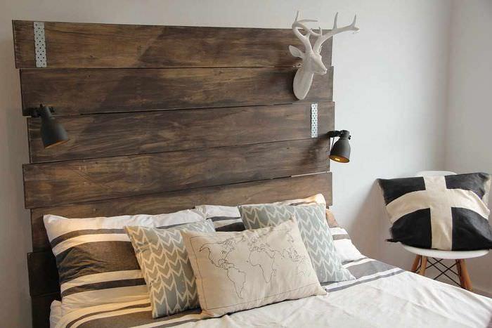 идея необычного интерьера изголовья кровати