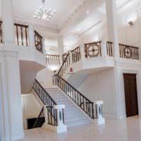 идея необычного интерьера лестницы в честном доме фото