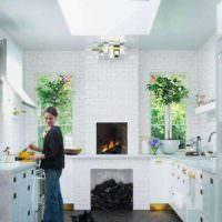 идея светлого стиля окна на кухне картинка