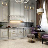 пример яркого декора окна на кухне фото