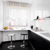 идея красивого дизайна окна на кухне фото