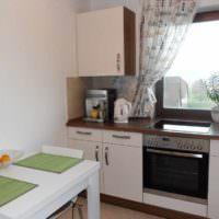 идея красивого интерьера окна на кухне фото