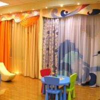 идея сочетания яркого персикового цвета в декоре квартиры картинка