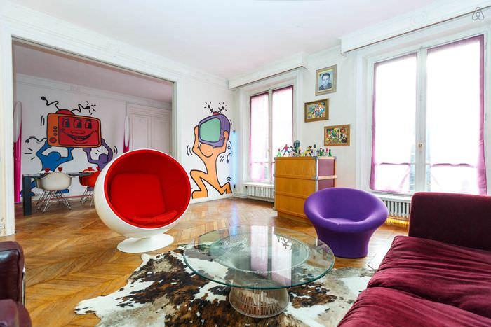 идея светлого дизайна комнаты в стиле поп арт