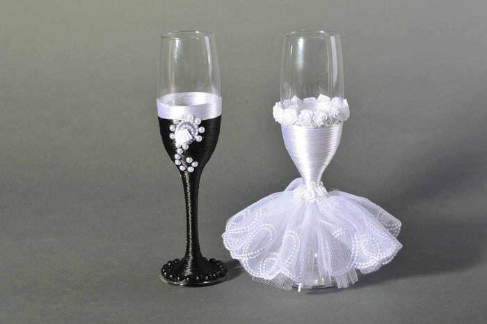 идея красивого украшения декора свадебных бокалов