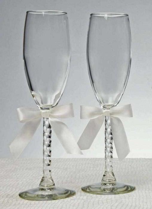 идея необычного украшения дизайна свадебных бокалов