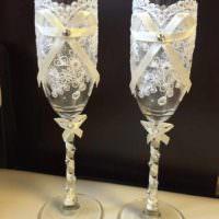 идея необычного оформления стиля свадебных бокалов картинка