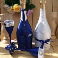 пример светлого украшения декора свадебных бокалов фото