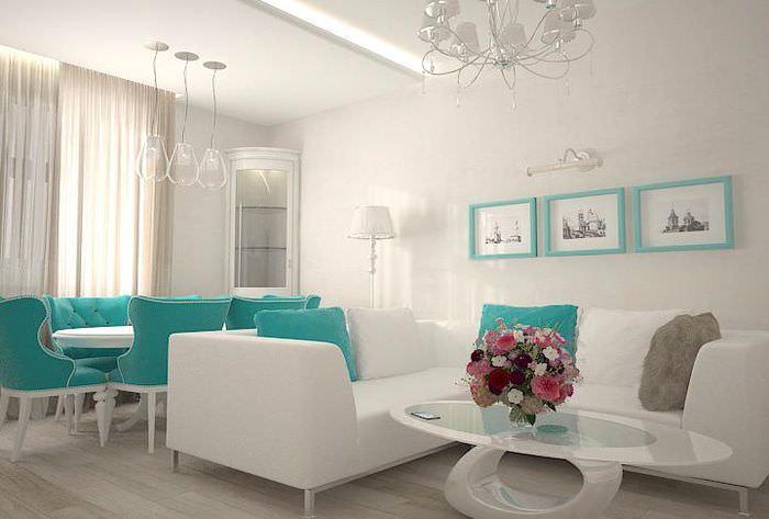 Интерьер гостиной в светлых тонах и яркие предметы мебели