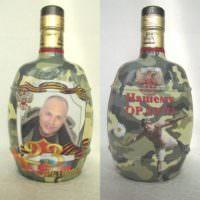 Бутылка на 23 февраля в праздничном оформлении