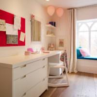 Рабочее место для творчества в детской комнате