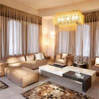 Светло-коричневые шторы в интерьере гостиной