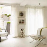 Воздушные занавеси в светлой гостиной
