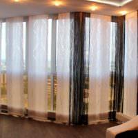 Оригинальное оформление окон в гостиной