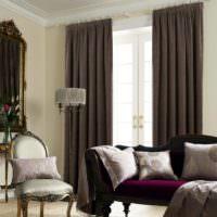 Темные и прямые шторы на окне современной гостиной