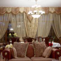 Шторы в классическом стиле на окне гостиной