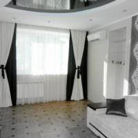 Современный вариант оформления окна в гостиной